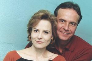 Renato (Tato Gabus Mendes) e Vera (Bia Seidl) (Foto: CEDOC/TV Globo)