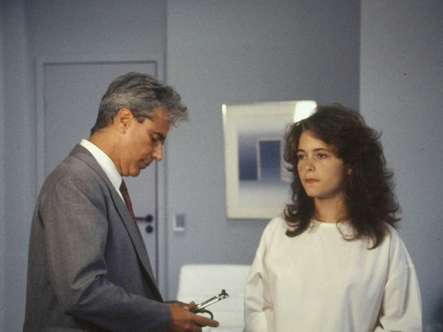 Dr.Baroni (Adriano Reys) e Clara (Claudia Abreu) (Foto: TV Globo)
