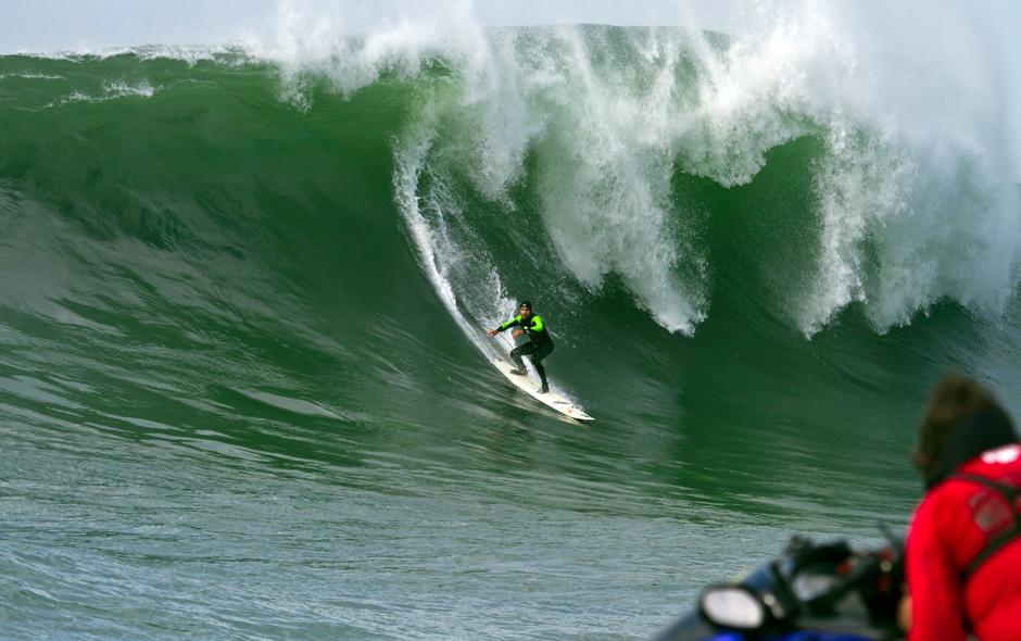 Relembrando O Grande Swell Em Nazaré