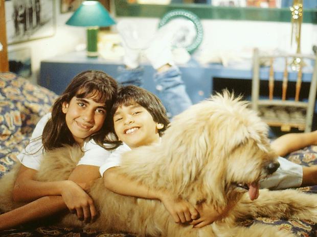 Jane e John com o cão Maradona (Foto: CEDOC/ TV GLOBO)