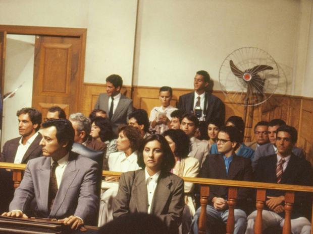 Ana (Cássia Kis Magro) no tribunal (Foto: CEDOC/ TV GLOBO)