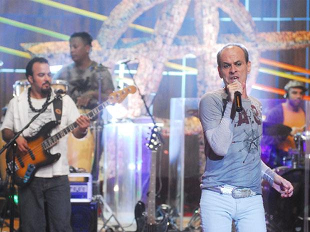 Ney Matogrosso se apresenta no 'Som Brasil' (Foto: TV Globo)