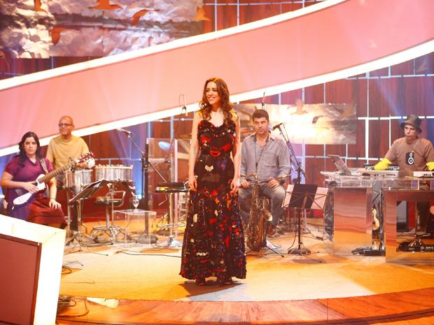 Roberta Sá apresenta grandes sucessos do compositor mineiro (Foto: TV Globo / Fabrício Mota)