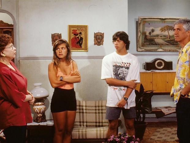 Norma (Yara Côrtes), Tininha (Adriana Esteves), Elvis (Marcelo Faria) e Gaspar (Nuno Leal Maia) (Foto: CEDOC/ TV GLOBO)