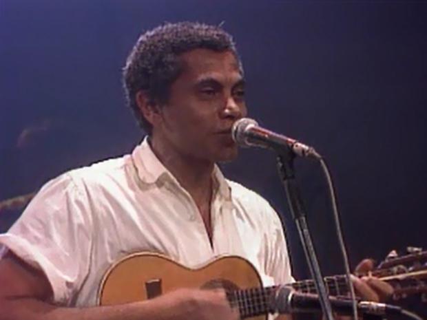 Paulinho da Viola canta no programa (Foto: Reproduo / TV Globo)