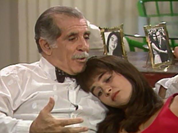 Silas (Luiz Carlos Arutin) conversa com Giulia (Alexandra Marzo) (Foto: Reprodução / TV Globo)