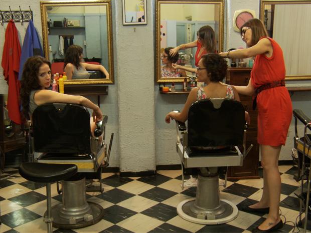 Mulheres dividem angústias e curiosidades enquanto cuidam da beleza. (Foto: Viva)