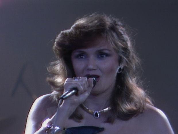 Jane Duboc canta no 'Globo de Ouro' (Foto: reproduo / TV Globo)