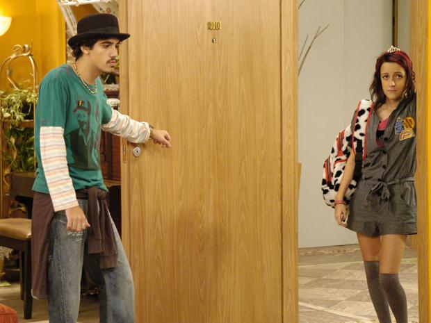Tatalo (George Sauma) e Grace (Jssica Marina) (Foto: TV Globo / Fabrcio Mota)