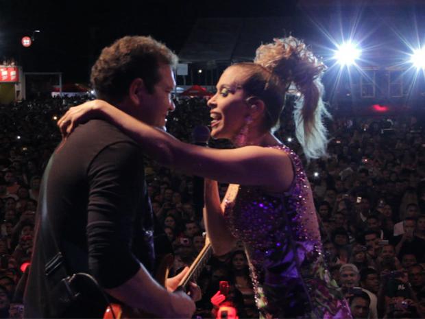 Chimbinha e Joelma durante uma apresentação (Foto: Viva)