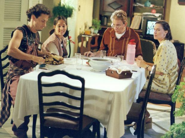 """Patrícia em cena de """"A Comédia da Vida Privada"""", ao lado de Henrique Diaz, Marco Nanini e Louise Cardoso (Foto: CEDOC/TV Globo)"""