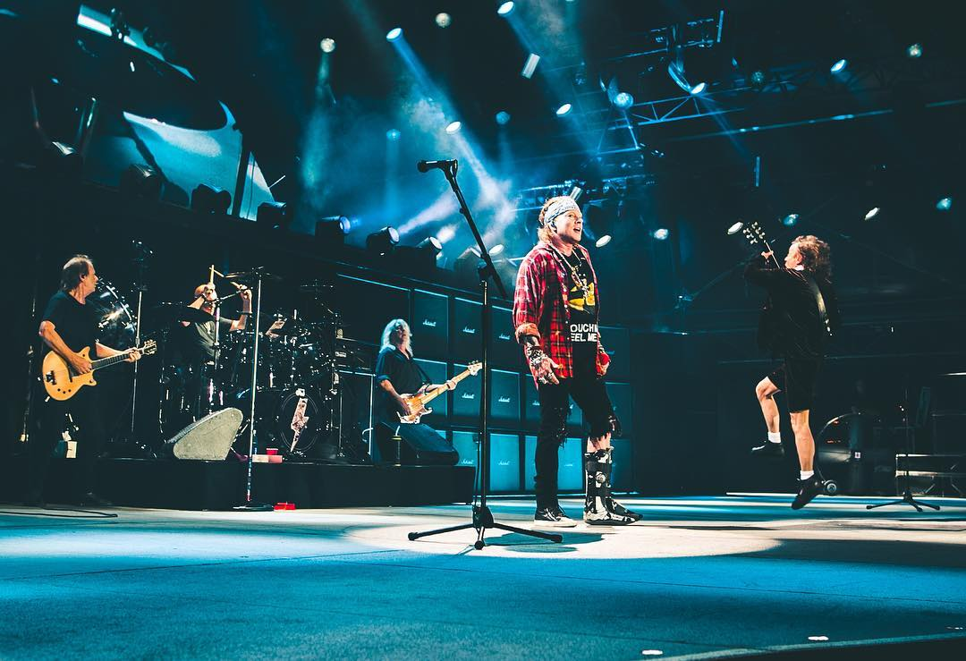 AC/DC toca \'Live Wire\' em show pela primeira vez em 34 anos ...