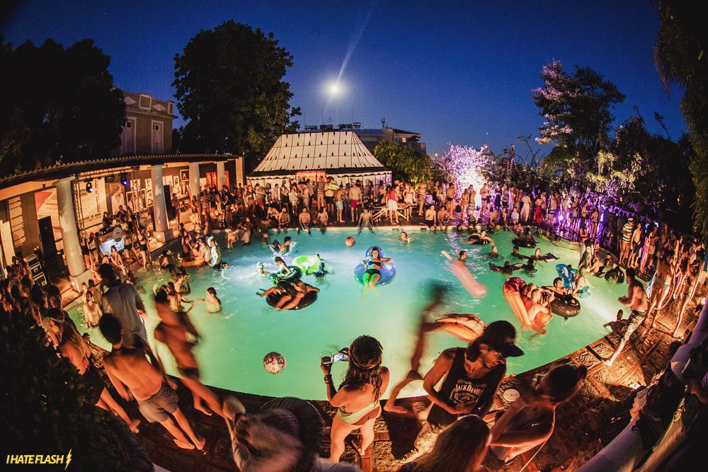 A moda da pool party festas moderninhas fazem sucesso nas for Party in piscina