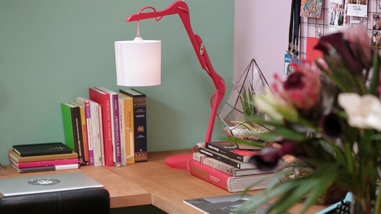 Aprenda a fazer uma lumin ria usando cabides mais cor - Programa para decorar ...
