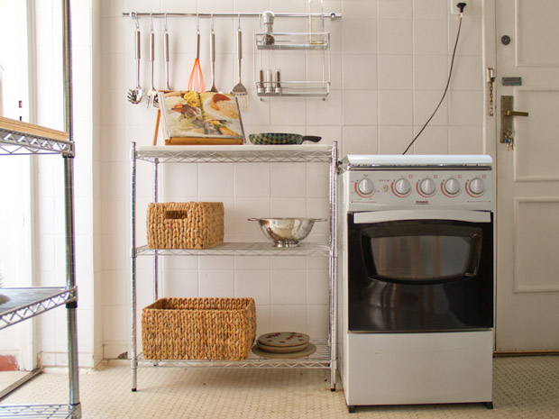 decorar kitnet homem:Como decorar uma cozinha pequena – Casa – GNT