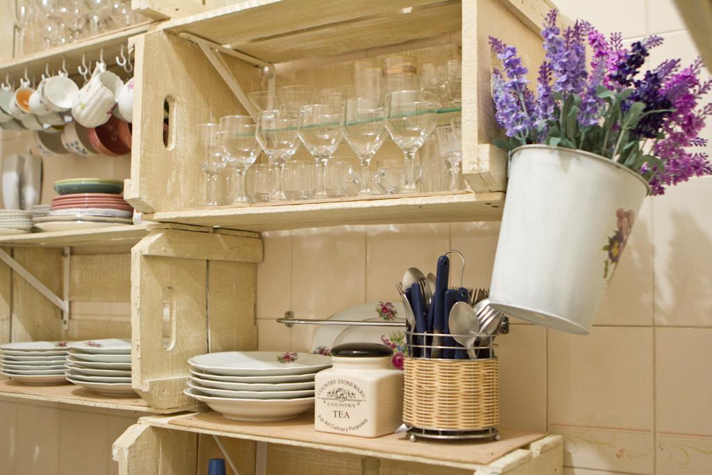 Decoração retrô segue em alta e deixa a cozinha ainda mais charmosa  Casa  GNT # Decorar Cozinha Gnt