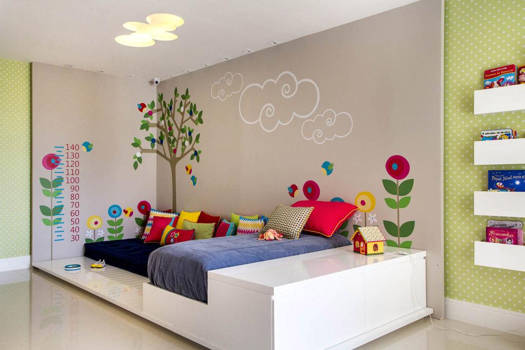 Quarto de menina com adesivo de casinha quarto decorao