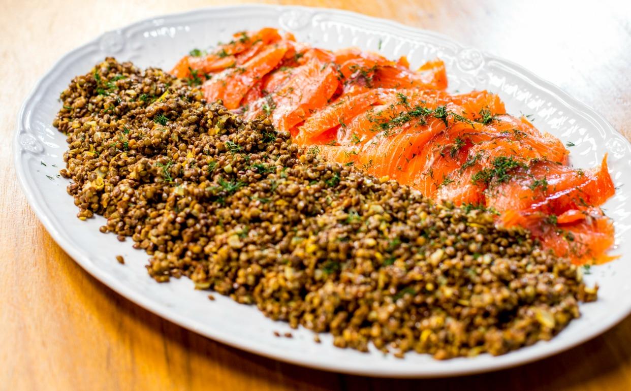 de salmão com lentilha puy Receitas da Carolina Programas GNT #C53606 1242 770
