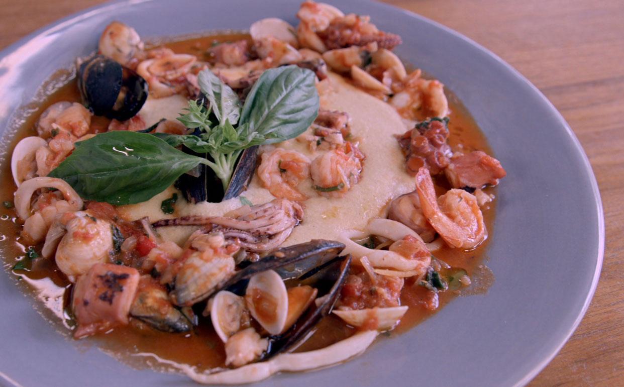 ragu de frutos do mar e peixe Receitas da Carolina Programas GNT #7B3B27 1242 770