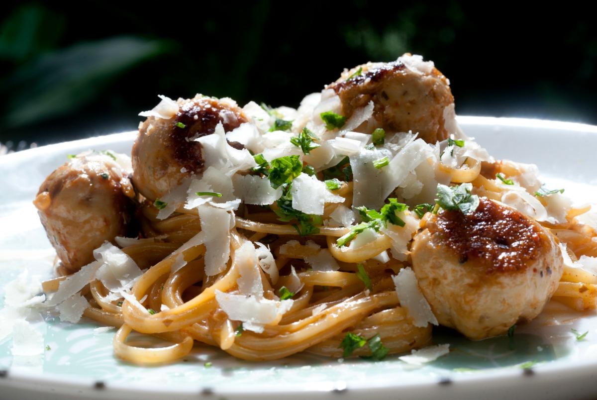 de espaguete com almôndegas Receitas da Carolina Programas GNT #6D4118 1200 804