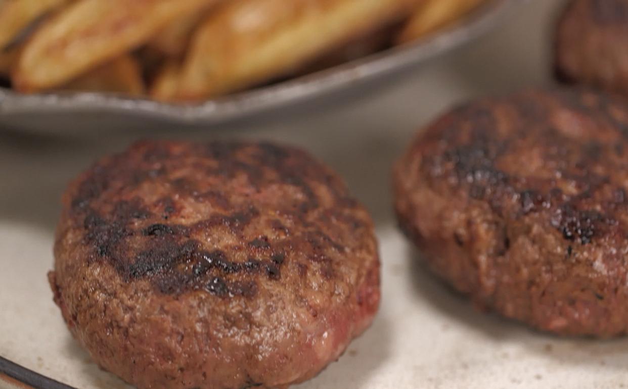 fazer hambúrguer com linguiça Cozinha Prática Programas GNT #936838 1242 770