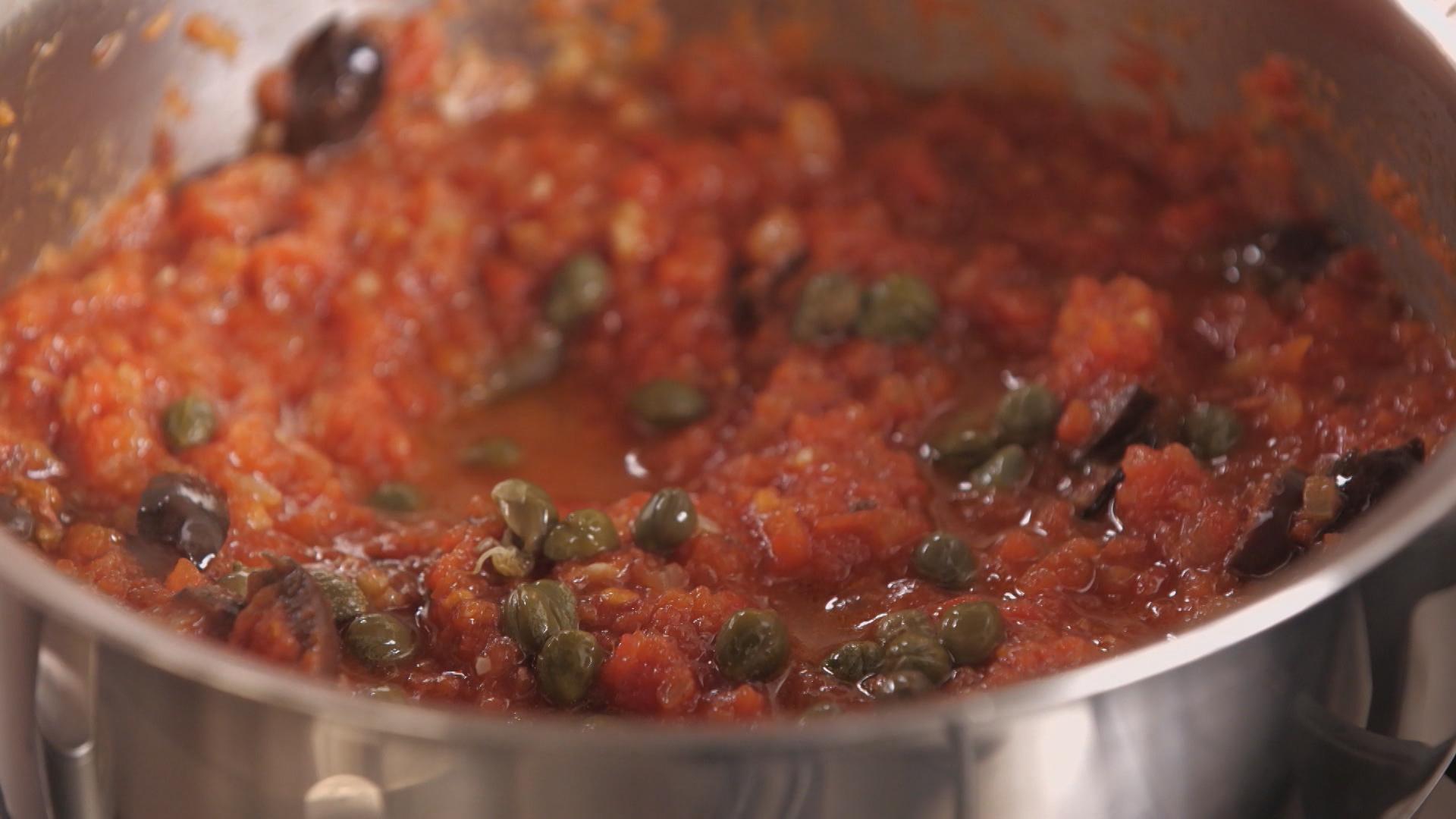molho de tomate com aliche alcaparras e azeitona Receitas GNT #A24529 1920 1080